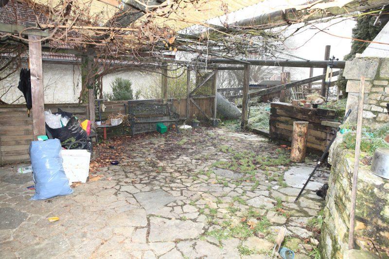 Débarras de terrasse, jardin et abords de la ferme - avant